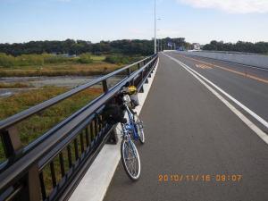 中津川大橋を渡る