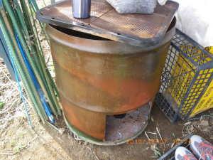 植物油を塗ったドラム缶コンロ