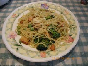 ブロッコリーと鮭の腹身のスパゲティ