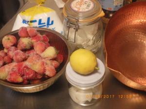 自家栽培のレモンとイチゴ