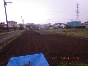 雨の中の耕うん
